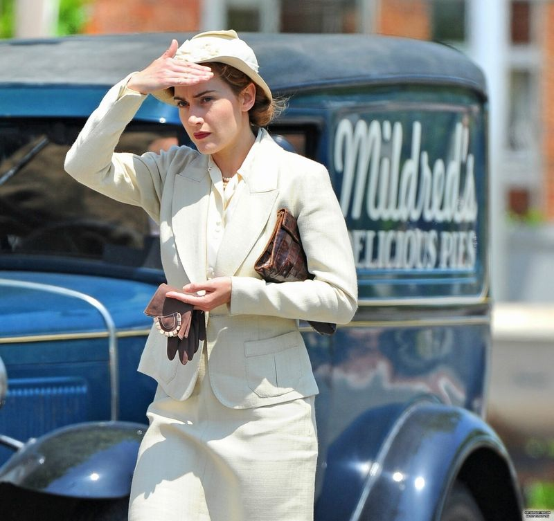 On-the-set-of-Mildred-Pierce-kate-winslet-13256889-1500-1412